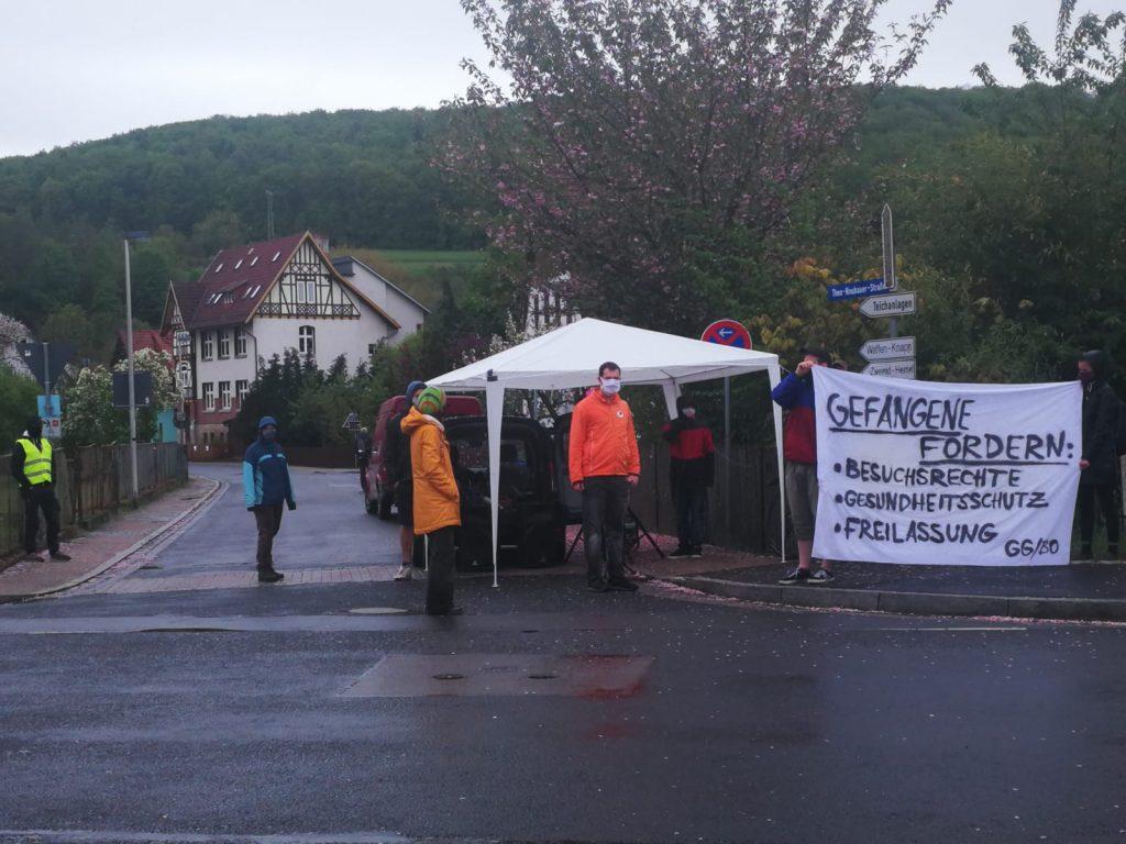 Erste-Mai-Kundgebung vor der JVA Untermaßfeld